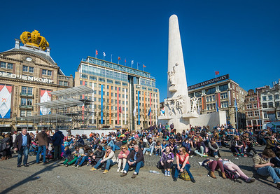 sunbathing in Dam square