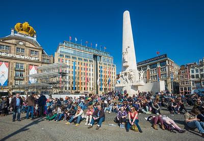sunbathing in Dam square