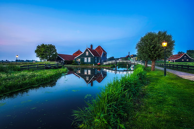 Historic farm houses in the holland village of Zaanse Schans at night