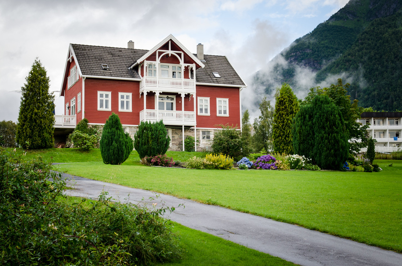 A grand house in Balestrand.