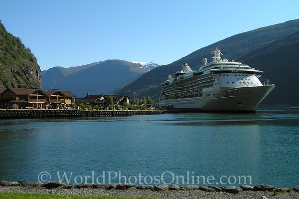 Flam - Village & Cruise Ship 2