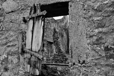 Oradour-house ruin
