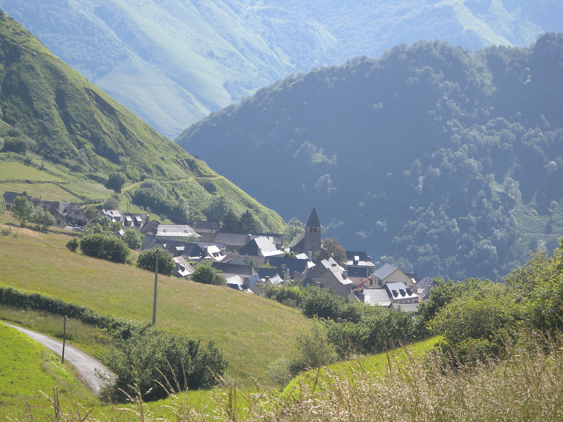 Lescun, the town at the end of section 1 is at 900 metres.