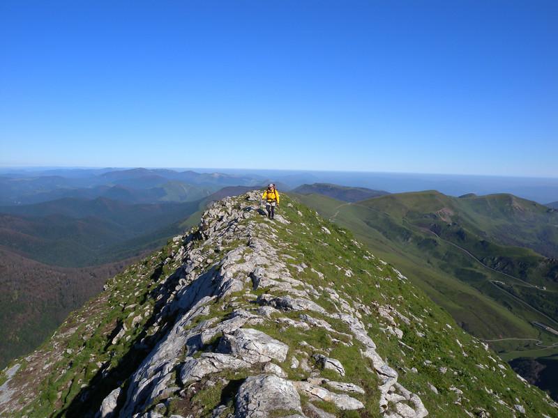 the Crete de Zazpigagn leads to the final ridge of Pic d'Orhy.