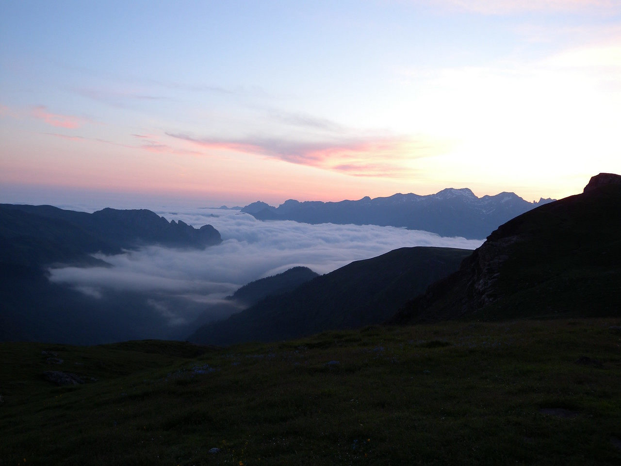 Valley fog from Refuge d'Arlet