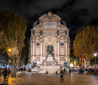 Fontaine St Michel at night