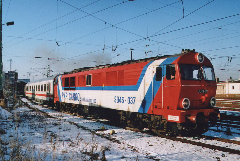 SU46 037 leaving Cottbus with IC241 from Hamburg to Krakow.