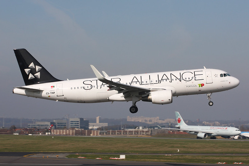 "CS-TNP Airbus A320-214 c/n 2178 Brussels/EBBR/BRU 26-03-17 ""Star Alliance"""