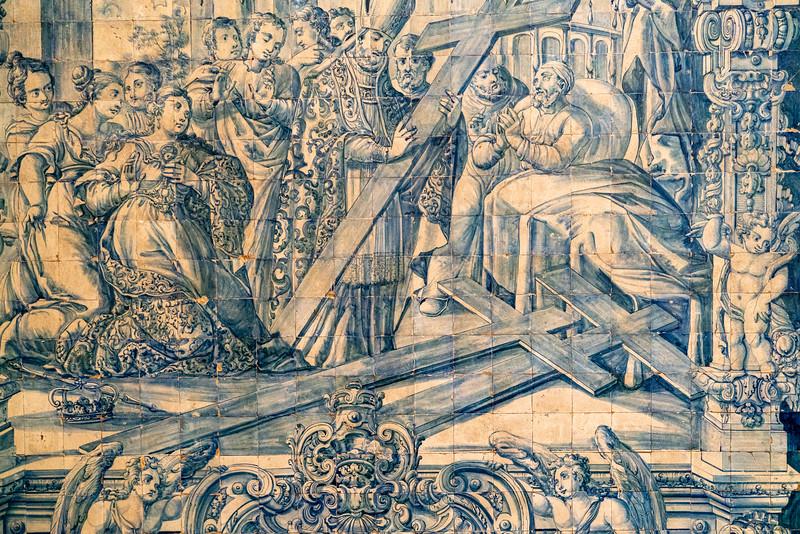 Tile detail in the Church of Santa Cruz.