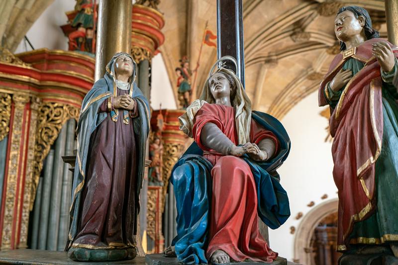Some figures on the choir loft of the Church of Santa Cruz.