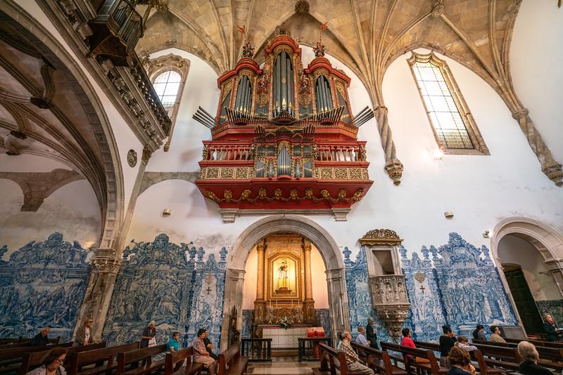 The organ in the Igreja de Santa Cruz.