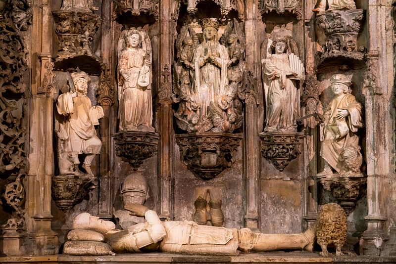 Tombs in the Santa Cruz Monastery.