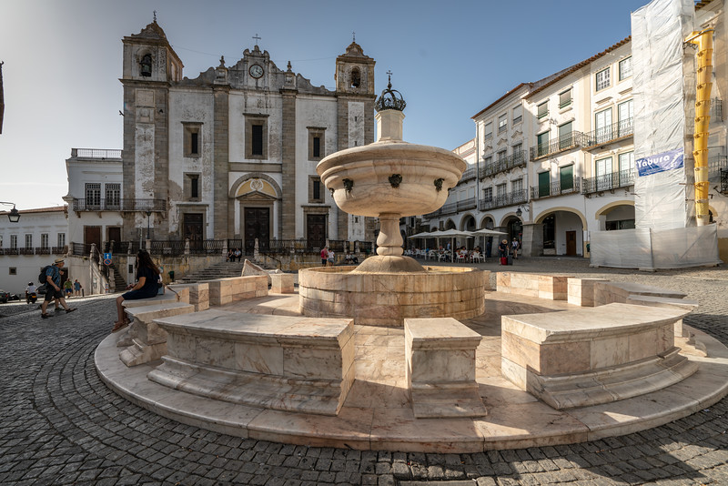 Fountain at the Giraldo Square. In Evora, all streets lead to Giraldo Square, Praça do Giraldo in Portuguese. It has been like this since its construction, in 1571/1573. ... Giraldo Square is an icon paying tribute to Fearless Geraldo Geraldes, the man who conquered Evora from the Moors in 1167.