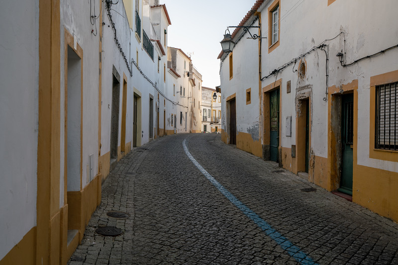 Wandering the quiet streets of Evora.