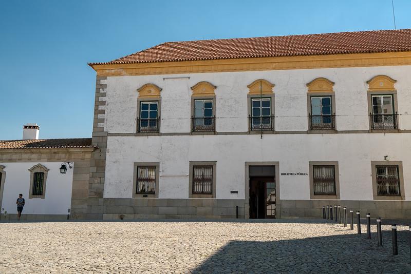 Evora Public Library
