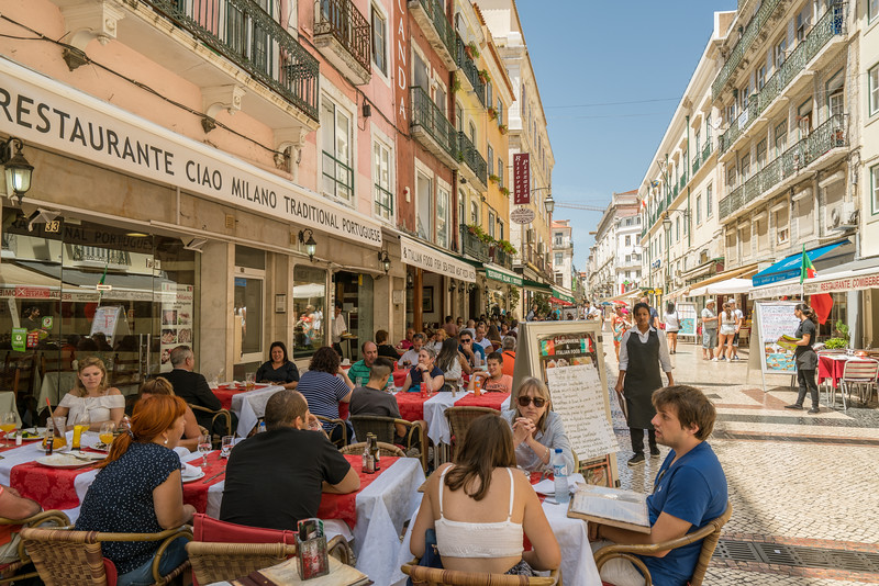 People enjoying themselves at a sidewalk cafe in the Baixa.