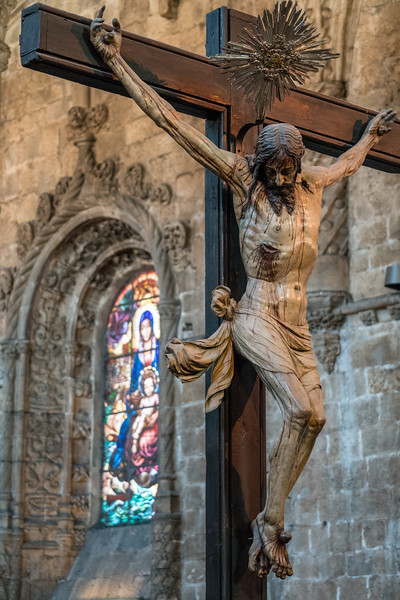 Crucifixion with stained glass at Jerónimos Monastery.