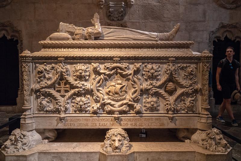 The tomb of Vasco da Gama in the church at Jerónimos Monastery.