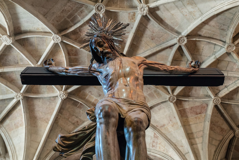 Depiction of the crucifixion of Jesus at Jerónimos Monastery.