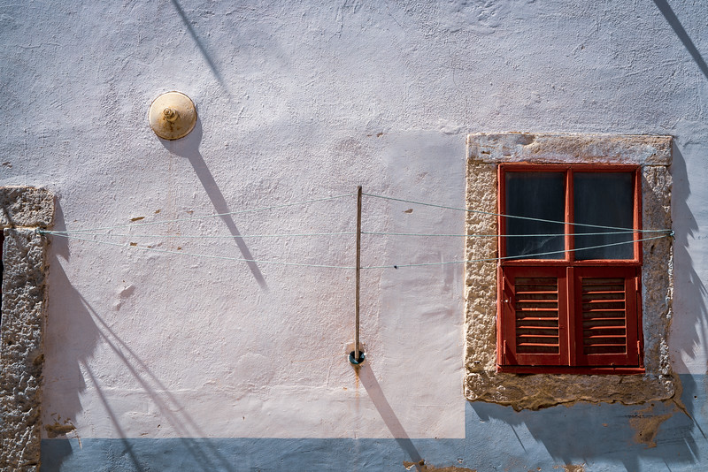 The narrow passages of Castle Town meant people had to come up with clever ways to hang out the laundry.