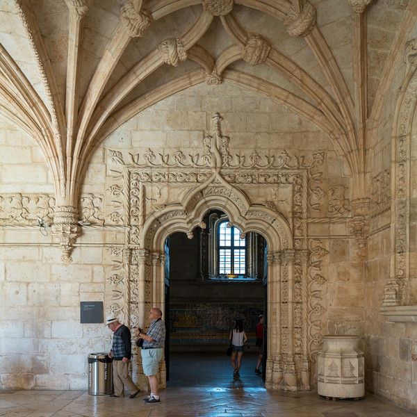The entrance to the refectory at Jerónimos Monastery.