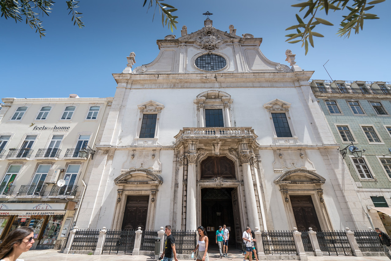 The Igreja de São Domingos (church) was originally dedicated in 1241. It has been heavily damaged and rebuilt many times over the years.