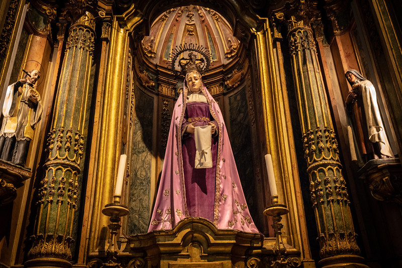 Mary in the church at Jerónimos Monastery.
