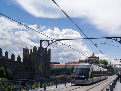 Metro train on Dom Luís Bridge
