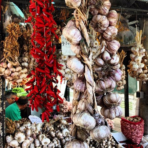 Hanging vampire repellent, garlic and hot pepper, Mercado do Bolhão, Porto #tbupor