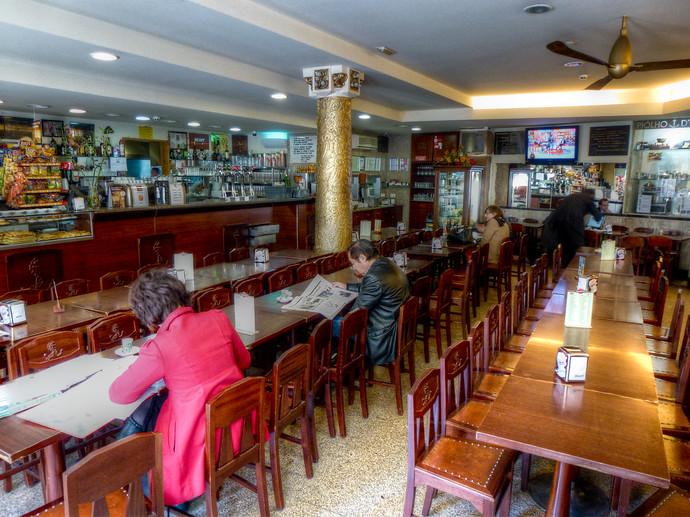 famous cafe porto
