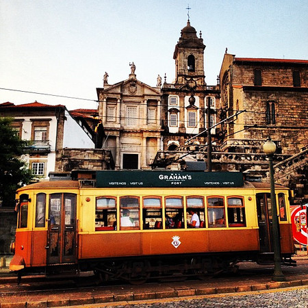 Port wagon (tram de vino), old own Porto #tbupor