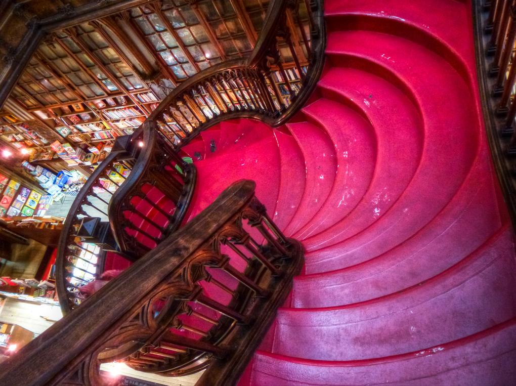 Livraria Lello bookstore porto stairs