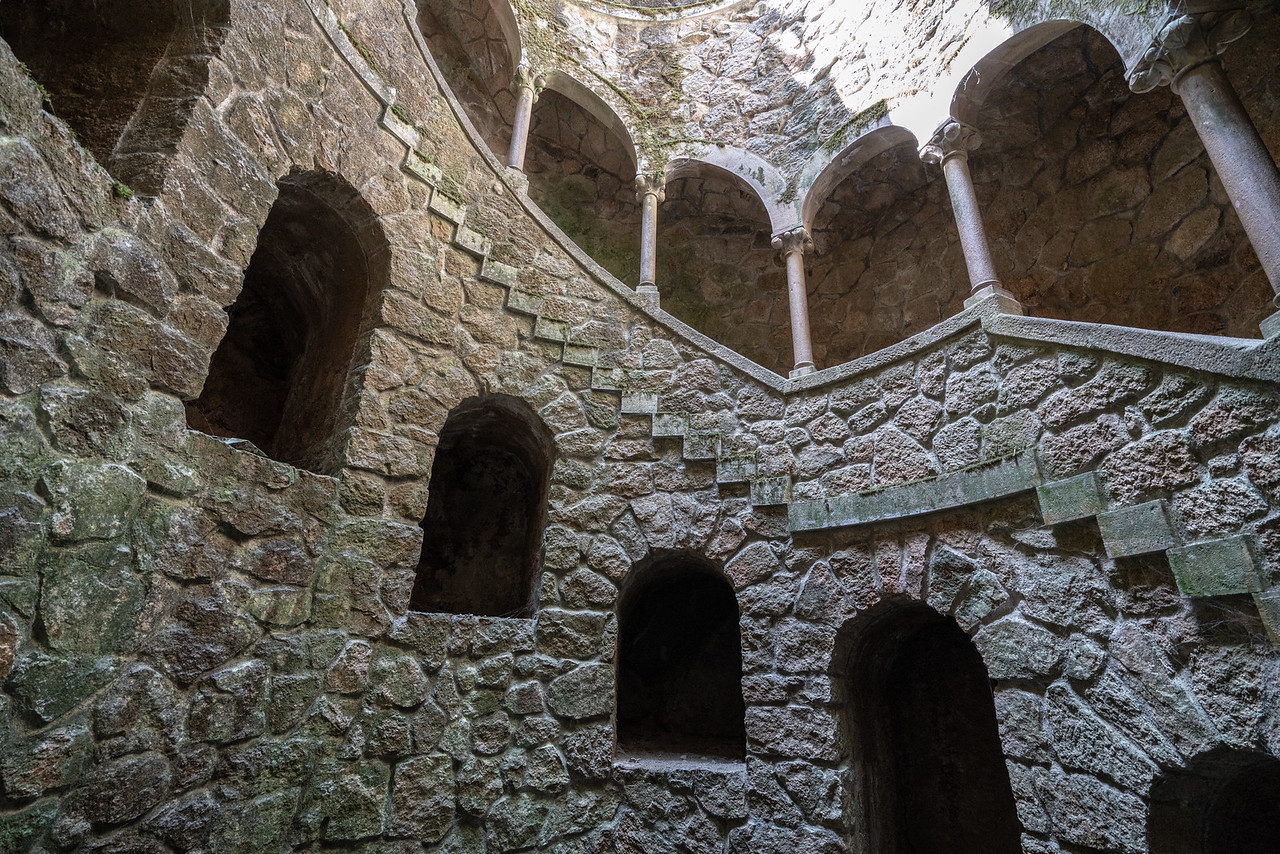 A view of the contruction of the well. It is basically a subterranean tower, not a well at all.