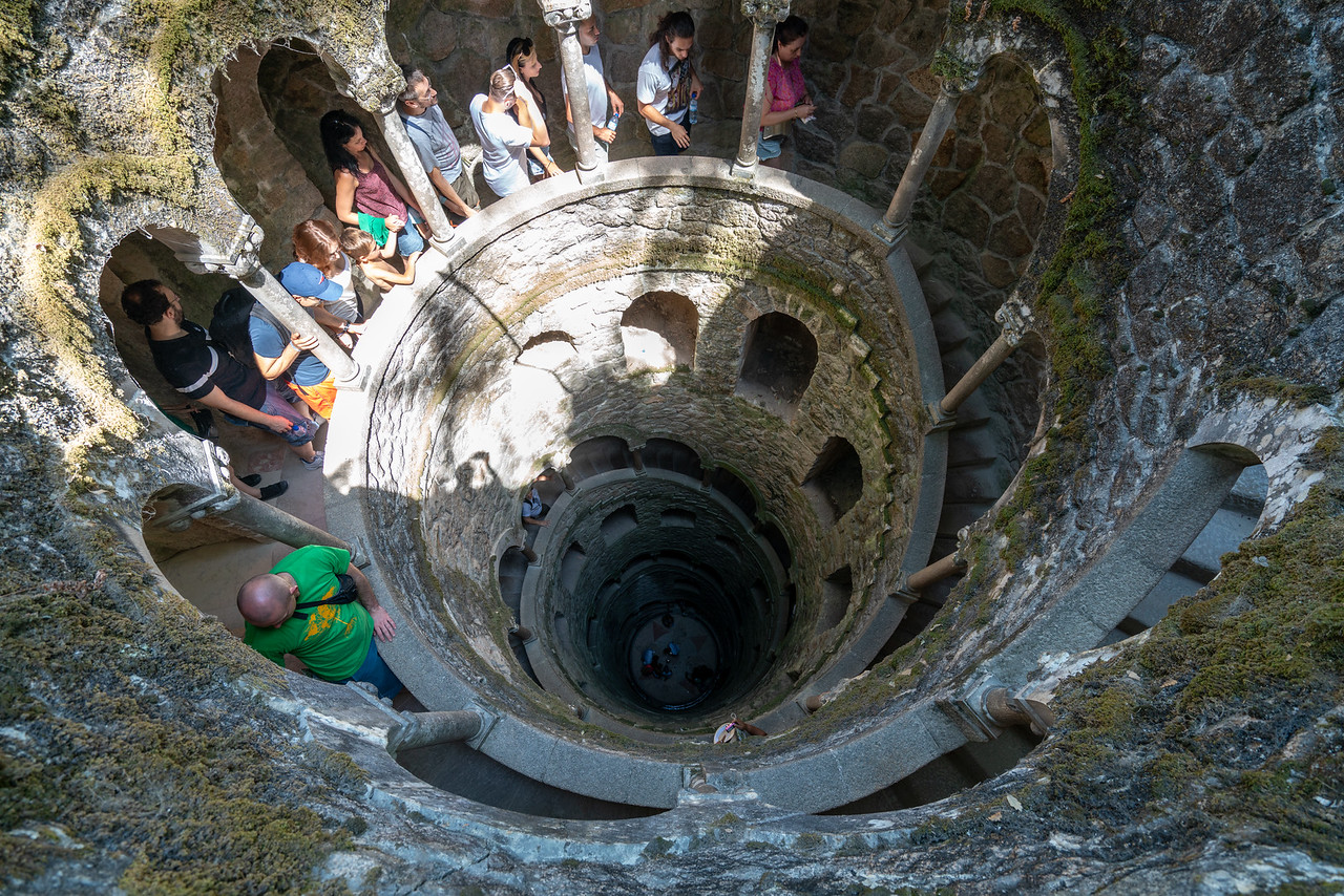 The initiatic well, a subterranean tower 27 meters deep, an architectural metaphor for Dante's Inferno.
