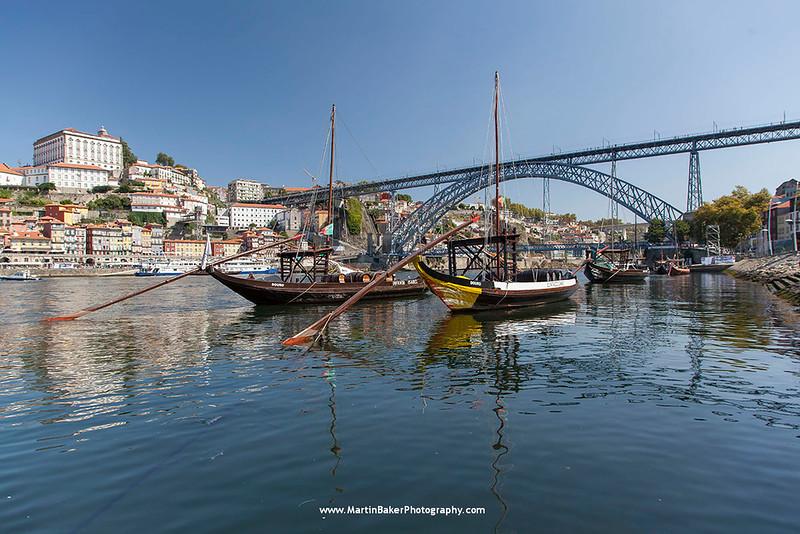 Rio Douro and Dom Luís I Bridge, Porto, Portugal.