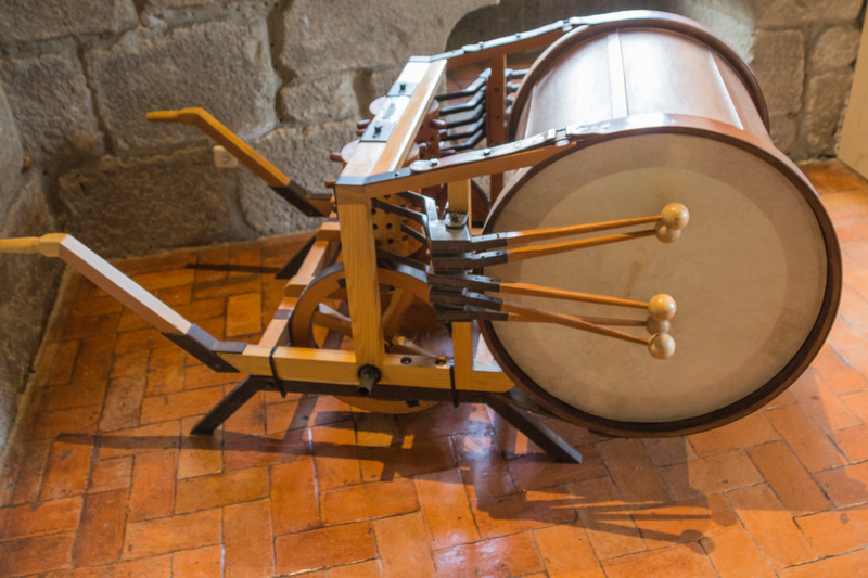"""A Mechanical Drum that Played as the Instrument was Pushed Forwards. Leonardo da Vinci Included a Way of Changing the Tempo and \""""Tune\"""" by Moving Pegs in a Revolving Drum. This Idea is Similar to the Mechanism Seen in Mechanical Musical Boxes (©simon@myeclecticimages.com)"""