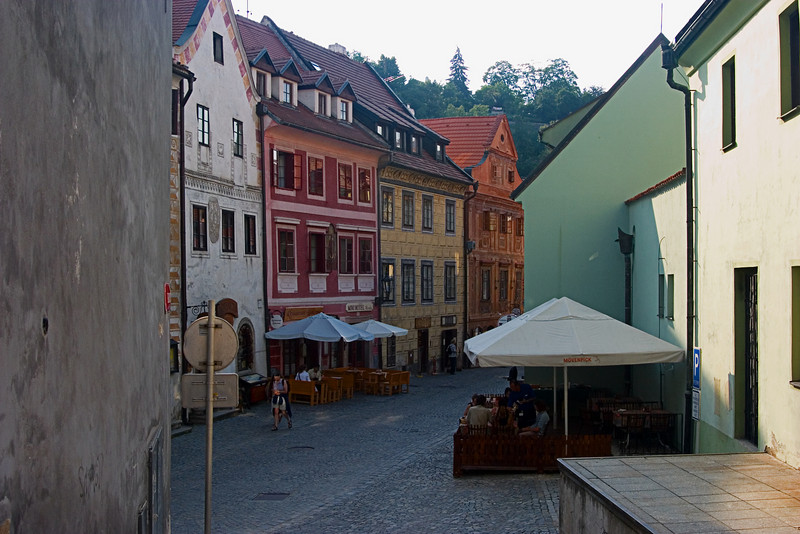 <center>Outdoor Cafe   <br><br>Cesky Krumlov, Czech Republic   <br><br>Here's a nice shot looking down at a couple of outdoor cafes.    </center>