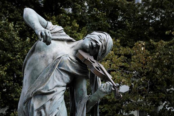 """""""Czech Musicians"""", sculpture by Anna Chromy"""