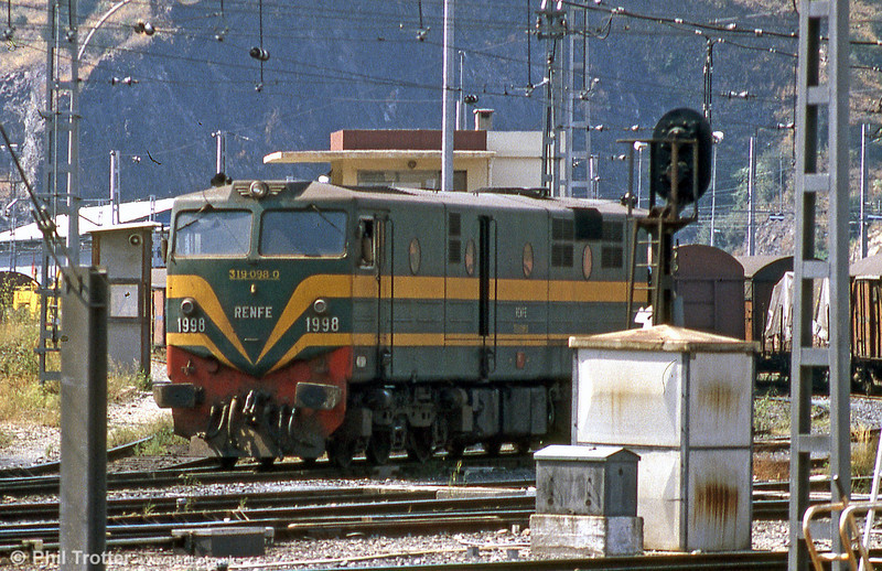 RENFE class 319 098 at Cerbere in August 1988.