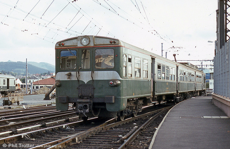 The opposite end of emu 439 008 at Hendaye in July 1984