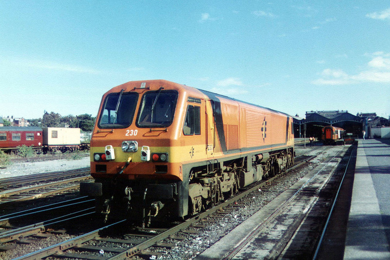 230 at Dublin Heuston during September 1995