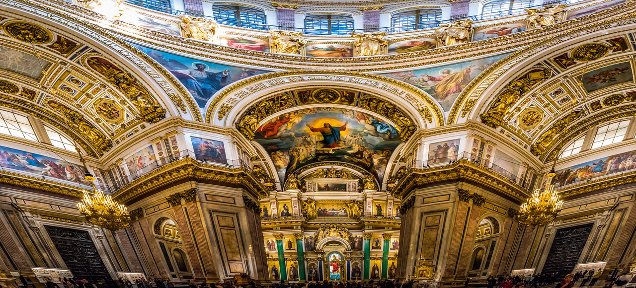 Panorama of massive St. Isaac's Cathedral