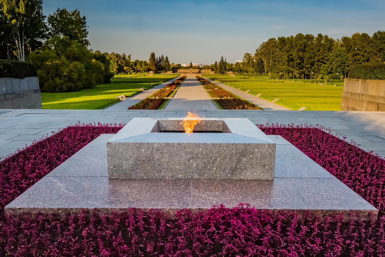 Piskaryovskoe Memorial Cemetery - Mass Graves for 500,000 victims, siege of Leningrad - WW II