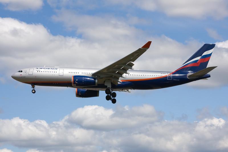 VP-BLX Airbus A330-243 c/n 963 Heathrow/EGLL/LHR 18-07-09