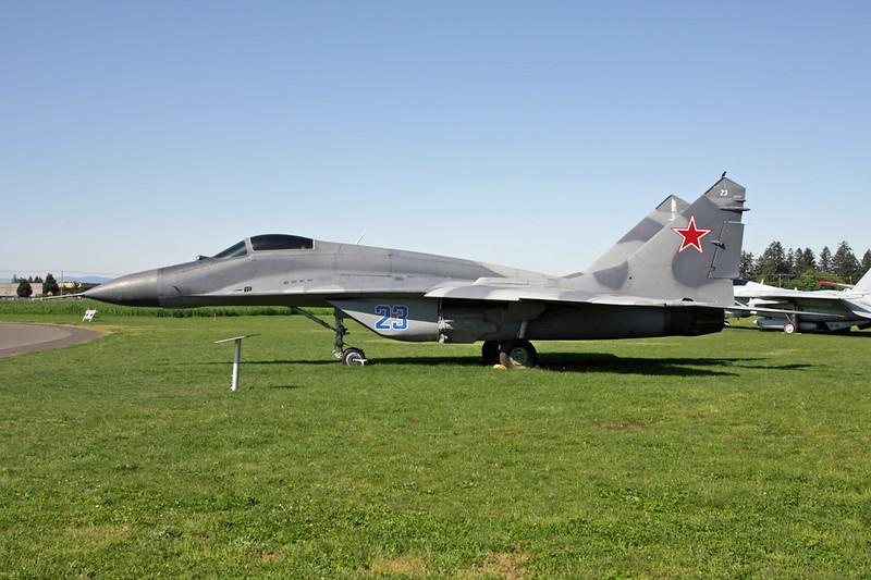 41 white (23 blue) Mikoyan-Gurevich MiG-29 c/n 2960721930 McMinnville/KMMV 09-05-09