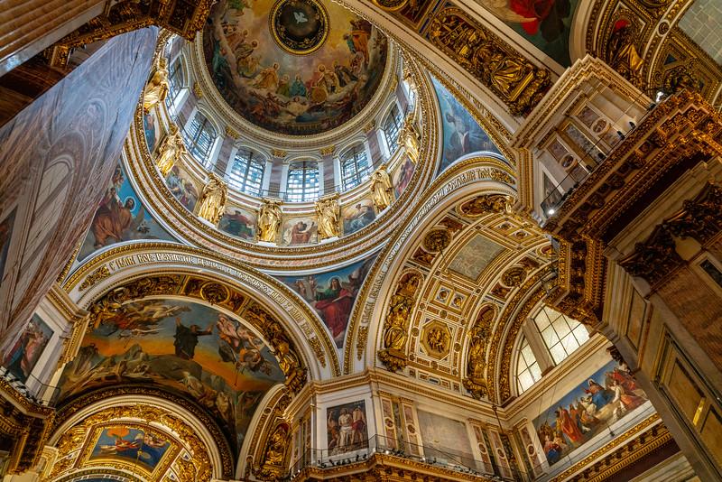 Dentro de la catedral de San Isaac