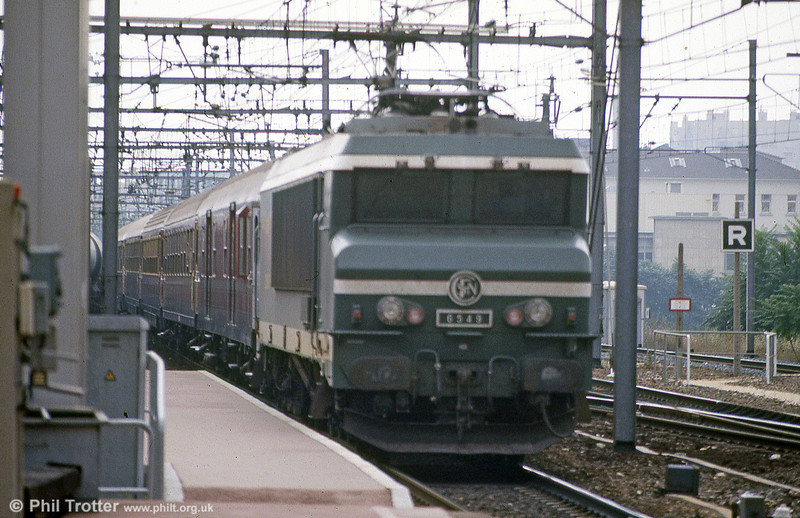 CC 6549 again, this time appropriately heading a train of Italian rolling stock.