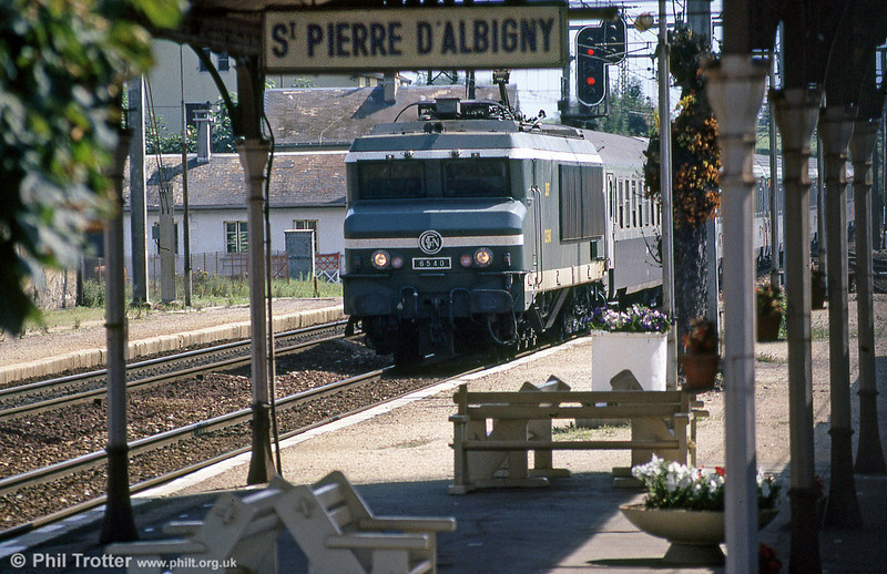 In its green livery to indicate that it was one of those formerly equipped to work off the third rail on the Chambery - Modane 'Maurienne' route is CC 6540, racing through St. Pierre d'Albigny in August 1988.