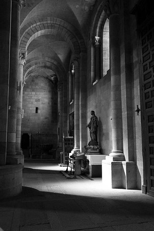 black and white of the Basillica de San Vincente