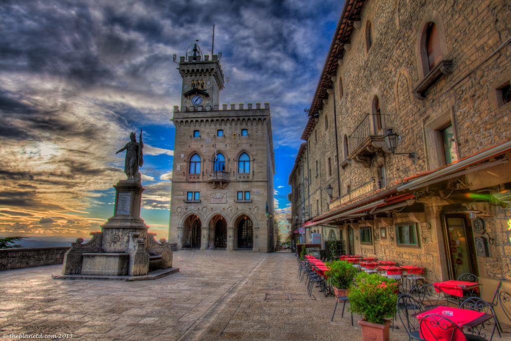 San Marino Square
